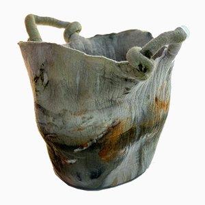 Vase Laço Naturellement Teint en Laine par Inês Schertel, Brésil, 2020