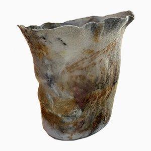 Natürlich gefärbte Querido Vase aus gefilzter Wolle von Inês Schertel, Brasilien, 2020