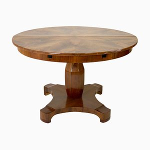19th Century Biedermeier German Round Extendable Walnut Veneer Dining Table
