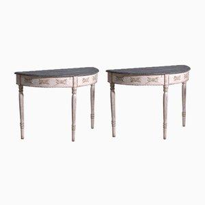 Geschnitzte gustavianische Halbmontierte Tische mit Kunstmarmor Tischplatte, 2er Set