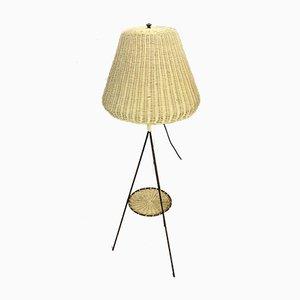 Dreibeinige italienische Vintage Stehlampe mit Lampenschirm aus Korbgeflecht