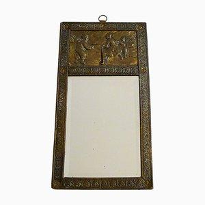 Kleiner antiker abgeschrägter Eingangsspiegel mit geprägtem Metallrahmen