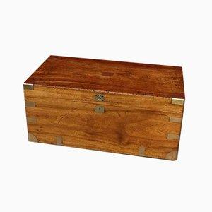 Kampferfarbene antike Schachtel aus Holz