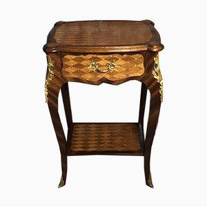 Mesa auxiliar estilo Louis XV de marquetería con rombos y bronce