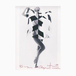 Marilyn in the Black & White Schal von Bert Stern, 2012