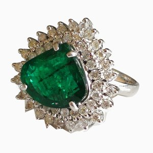 Ring in White Gold Adorned with an Emerald and Diamonds Entourage