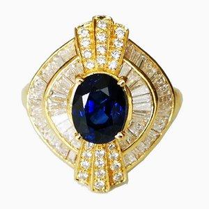 Gelbgoldener Ring mit oval geschliffenem blauem Saphirglas in 2.5 Karat und Diamanten