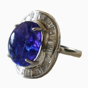 Ring aus 18 Karat Weißgold mit großem Tansanit Cabochon von 15 Karat und konischen Diamanten