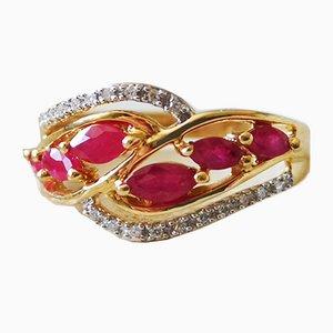 Ring aus 18 Karat Gelbgold mit Diamanten und Rubinen