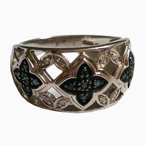 Versilberter Ring mit weißen Diamanten