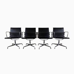 Chaises de Bureau EA 107 en Cuir par Charles & Ray Eames pour Vitra, Set de 4