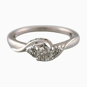 Classic Ring in 18 Karat White Gold with Numerous Diamonds