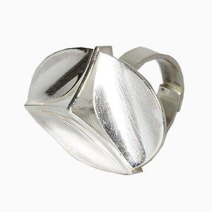 Anello in argento di Elis Kauppi per Kupittaan Kulta Oy