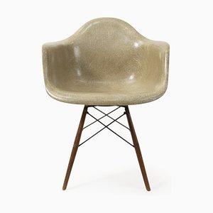 Poltrona con base a forma di zampa di Charles & Ray Eames per Zenith Plastics, anni '40