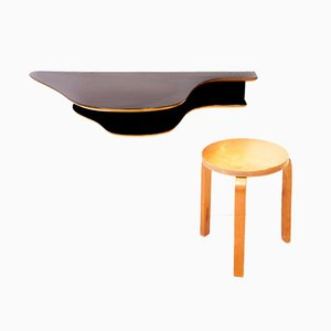 Swedish Wall Mounted Desk in the Style of Alvar Aalto and Model 46 Stool by Alvar Aalto for Artek, 1940s, Set of 2