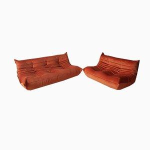 Orangenfarbenes Togo 2-Sitzer & 3-Sitzer Sofa Set aus Samt von Michel Ducaroy für Ligne Roset, 1970er, 2er Set
