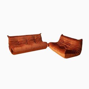 Sofá Togo de terciopelo ámbar en naranja Juego de sofás de tres plazas y dos plazas de Michel Ducaroy para Ligne Roset, años 70. Juego de 2