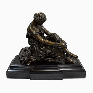 Escultura Sapho Assise de bronce de James Pradier, 1852