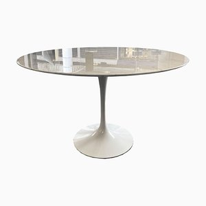 Tulip Dining Table by Eero Saarinen for Knoll Inc. / Knoll International