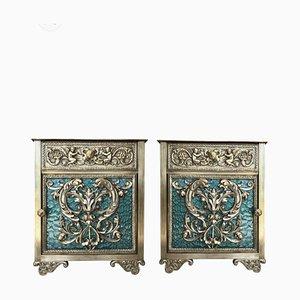 Mesitas de noche Louis XVI antiguas de bronce con puertas de vidrio verde y cajón. Juego de 2