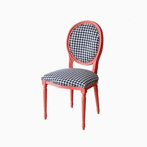 Korallenroter Stuhl mit Dedar Hahnentritt Stoff von Photoliu
