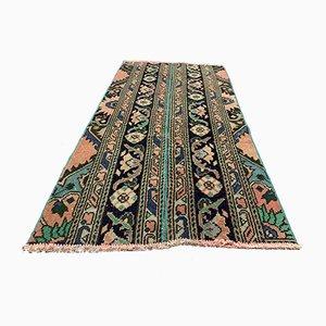 Kleiner Türkischer Vintage Läufer Teppich in Distressed-Grün & Braun, 1960er