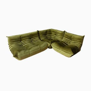 Poltrone Togo in velluto verde oliva e divano a due posti di Michel Ducaroy per Ligne Roset, anni '70