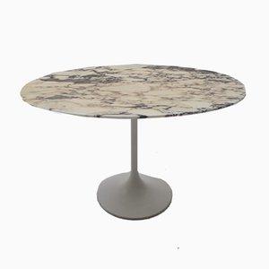 Ovaler Beistelltisch aus Marmor mit Tulpenfuß, 1960er