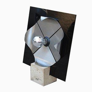 Lámpara de mesa italiana Pop Art de plexiglás negro y base curvada de acero de mármol travertino de New Lamp Italy, años 70