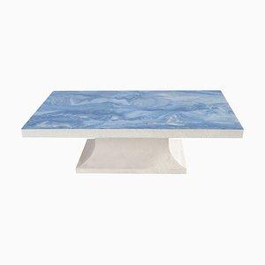 Mesa de centro en azul claro con tablero Scagliola de mármol decorado y base de madera blanca hecha a mano en Italia de Cupioli
