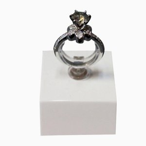 Ring in 14k White Gold with Large Brilliant-Cut Diamond, 1.8 kt Clarity, Gray & Brown P1 Color & 0.4 kt Brilliants