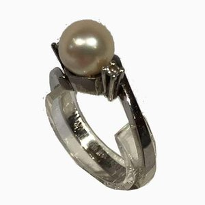 14k White Gold RIng with a Fine Bead and 2 Small Diamonds