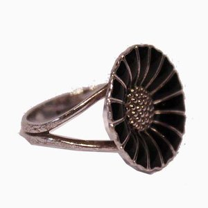 Black Daisy Ring in 925 Sterling Silver