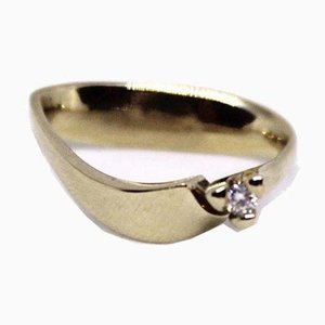 14kt Gold Ring with a Brilliant