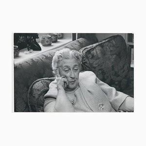 Auf dem Sofa mit Agatha Christie Celebrity Photo, 1960er