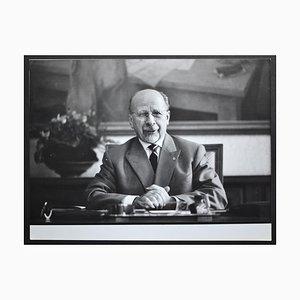 Walter Ulbricht in posa su una scrivania, Germania Est, anni '50