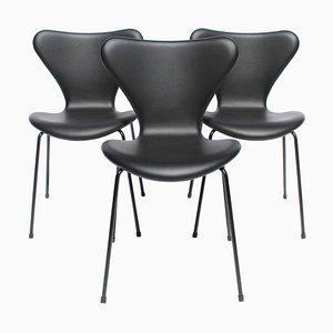 Sedie da pranzo modello 3107 di Arne Jacobsen per Fritz Hansen, 2016, set di 3
