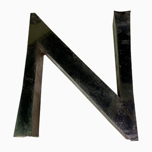 Lettera N vintage in metallo