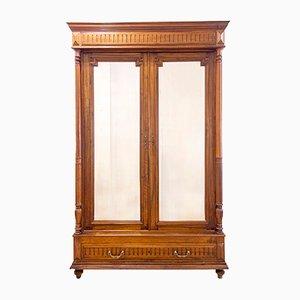 Antiker französischer Kleiderschrank aus Nussholz mit verspiegelten Türen