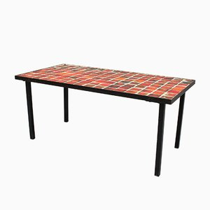 Mesa baja de cerámica con azulejos en rojo de Mado Jolain, años 50
