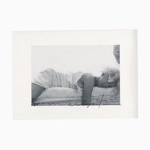 Marilyn Monroe auf dem Bett liegend letzte Sitzgruppe von Bert Stern, 2009