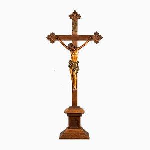 Crucifijo antiguo de roble tallado