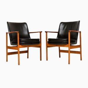 Leather and Walnut Armchairs by Ib Kofod Larsen for Fröscher, 1960s, Set of 2