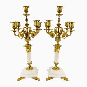 Portacandela antichi in stile neoclassico in bronzo dorato e marmo bianco, set di 2