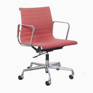 Chaise de Bureau Modèle EA117 Alu par Charles & Ray Eames pour Vitra, 1950s