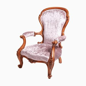 Antiker viktorianischer Armlehnstuhl aus geschnitztem Nussholz