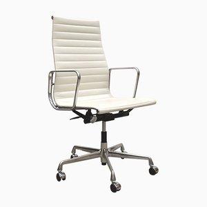 Sedia da scrivania EA119 bianca di Charles & Ray Eames per Vitra, anni '50