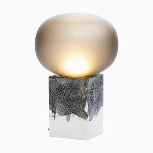 Niedrige Magma One Lampe aus rauchgrauem Acetato mit weißem Sockel von Ferréol Babin