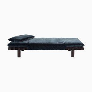 Sofá cama Pallet 4400G-SS de terciopelo gris oscuro y armazón negro de Sebastian Herkner para Pulpo