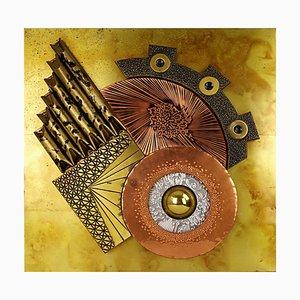 Brutalistisches Goldfarbenes Wandobjekt von Klakov